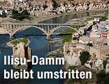 Die Stadt Hasankeyf in der Türkei am Ufer des Tigris