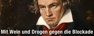 Gemälde von deutschem Komponist Ludwig van Beethoven beim Komponieren der Missa Solemnis, deren Partitur er in Händen hält