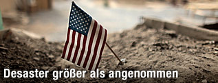 US-Flagge im Sand