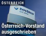 Tafel mit dem Logo der Hypo Alpe Adria Group