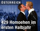 Männer bei Homo-Hochzeit