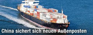 Containerfrachter auf dem Meer
