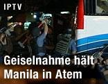 Polizei umzingelt Bus