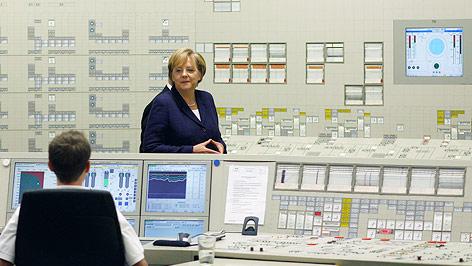 Bundeskanzlerin Merkel in Atomkraftwerk