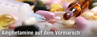 Spritze und Tabletten