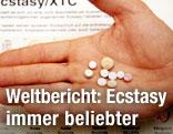 Ecstasy-Pillen in Handfläche
