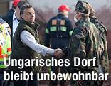 Ungarns Ministerpräsident Viktor Orban bei einem Besuch im Unglücksgebiet