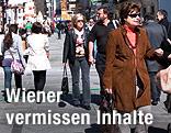 Menschenmenge auf einer Wiener Einkaufsstraße