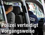 Polizei im Auto