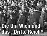 Studenten der Universität Wien demonstrieren den Hitlergruß (21. November 1938)
