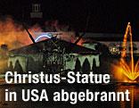 Feuer zerstört Jesus-Statue bei der Solid Rock Church in Monroe (USA)