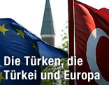 EU-Flagge, Minarett und Türkeifahne