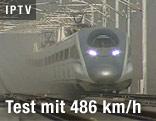 Zug fährt auf Teststrecke