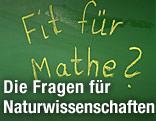 """Auf einer Schultafel steht """"Fit für Mathe""""?"""