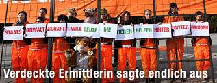 Tierschützer demonstrieren vor dem Justizministerium in Wien.