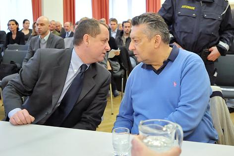 Ex-BAWAG-Generaldirektor Helmut Elsner unterhält sich mit seinem damaligen Generalsekretär Peter Nakowitz