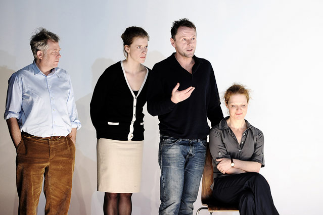Tilo Nest (Frank), Caroline Peters (Karen), Peter Knaack (Martin), Christiane von Poelnitz (Liz)