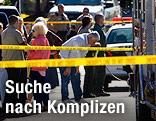 Polizei und Schaulustige auf einem Parkplatz in Arizona, wo auf die US-Abgeordnete Gabrielle Giffords geschossen wurde