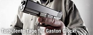 Mann mit Glock-Pistole