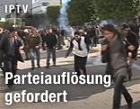 Demonstranten werden mit Tränengas vertrieben