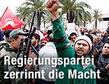 Soldat und Demonstrant in Tunis