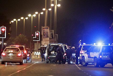 Polizei blockiert Straße in Manama