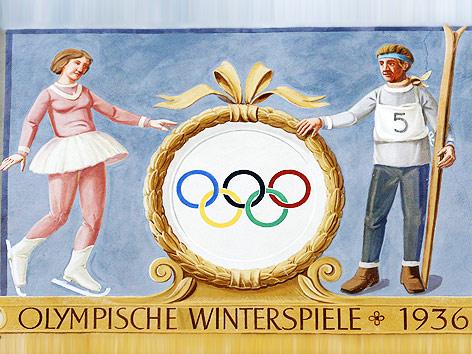 """Bemalung einer Hausfassade """"Olympische Ringe, Spiele 1936"""""""