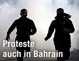 Demonstranten laufen vor Tränengas davon