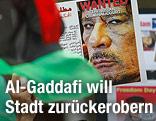Demonstranten mit Bild von Al-Gaddafi