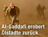 Rebellen fliehen nach einem Luftangriff