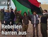 Libysche Rebellen mit Flagge