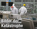 Arbeiter im Kontrollraum in Fukushima