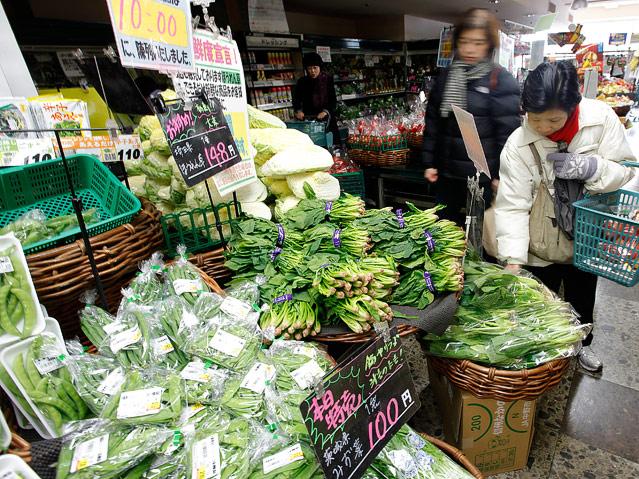 Frau auf Gemüsemarkt