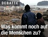 Menschen in zerstörter Landschaft