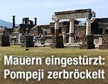 Säulen und Gebäude der antiken Stadt Pompeji