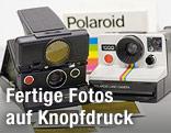 zwei Polaroid-Kameras