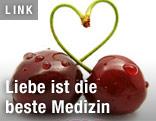 Kirschen bilden ein Herz