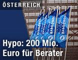 Flaggen vor der Klagenfurter Zentrale der Hypo Alpe Adria Group