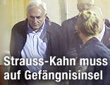 IWF-Chef Dominique Strauss-Kahn und New Yorker Polizisten im Gerichtssaal