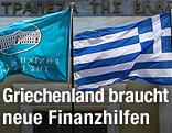 Fahnen vor griechischer Nationalbank