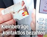 Kreditkarte und Leseterminal