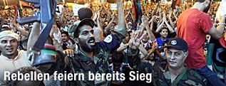Rebellen in Tripolis feiern Sieg über Gaddafi