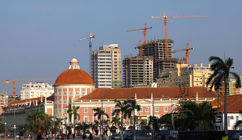 Angolische Zentralbank und Baustellen