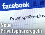 Facebook-Webseite auf einem Monitor