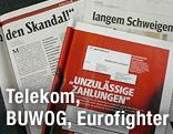 Aufgeschlagene Zeitungen