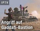 Panzer der Rebellen feuert auf Sirte