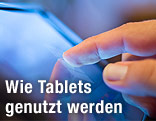 Finger auf Tablet