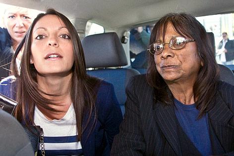 Die Schwester und Mutter des Mordopfers Meredith Kercher Stephanie und Airline