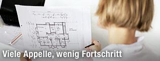 Eine Architektin bei der Arbeit