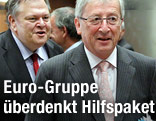 Griechenlands Finanzminister geht hinter dem Vorsitzenden der Euro-Gruppe Jean-Claude Juncker Evangelos Venizelos